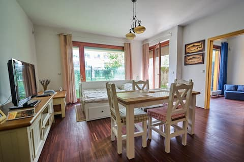 Romantic Apartment (near centre, garden, parking)