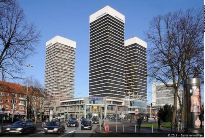 70qm renovierte Wohnung im Mundsburg Tower - Hamburgo - Apto. en complejo residencial