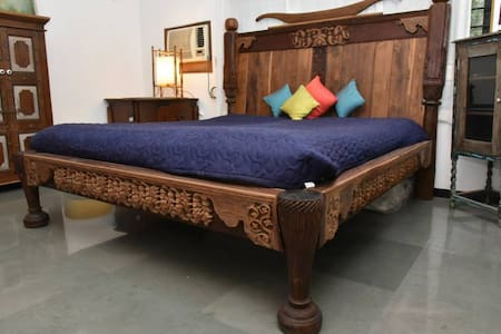 Tathastu Homestay room near vineyards.. - Nashik - Bed & Breakfast