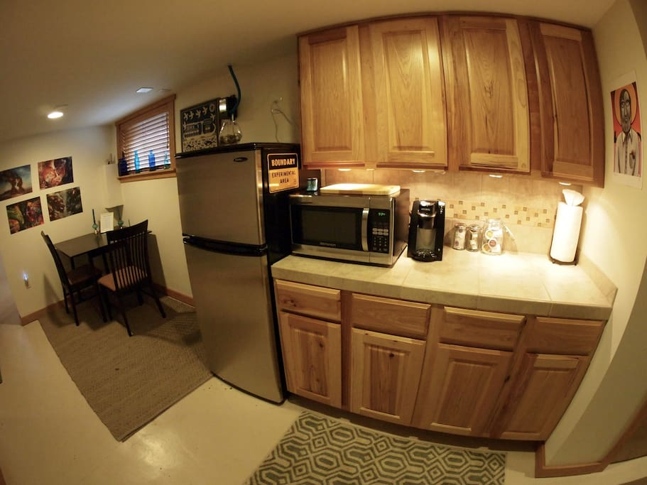 Kitchenette, more appliances in cupboards.