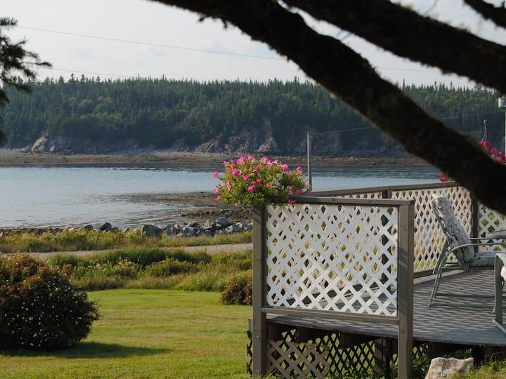 Oceanfront Rancher- Spectacular Views