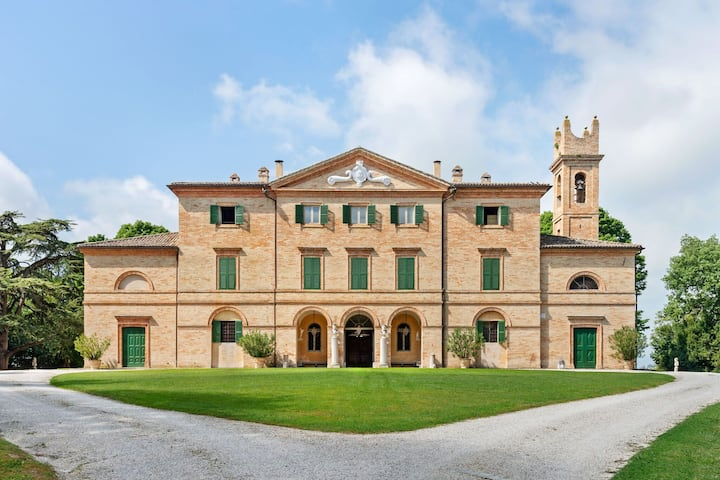 Lavish Villa in Filottrano with Swimming Pool