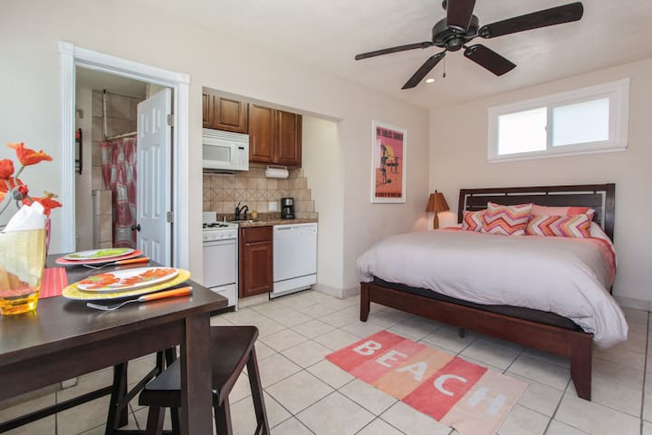 Charming beach studio just steps from the sea! - Oceanside