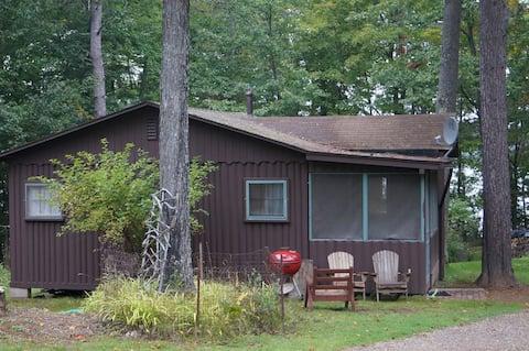Deerwood Cottage  Rustic Cabin on Meta Lake