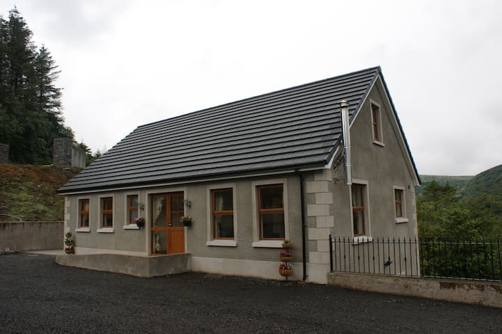 Glendun Self Catering - Cushendall - House