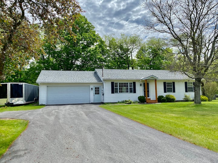 Updated Vermont Getaway close to Town