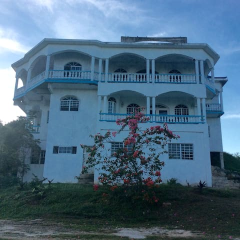 Top Hill Guest House and Retreat - Negril - Casa