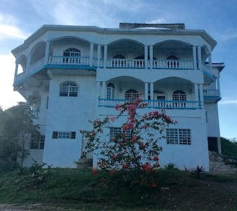 Top Hill Guest House and Retreat - Negril