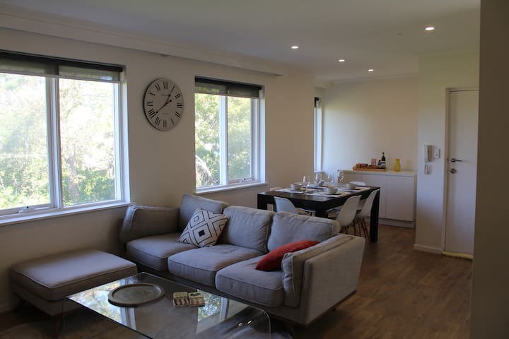 Modern, Bright 2BR Apartment in Hawthorn East - Hawthorn East - Apartmen