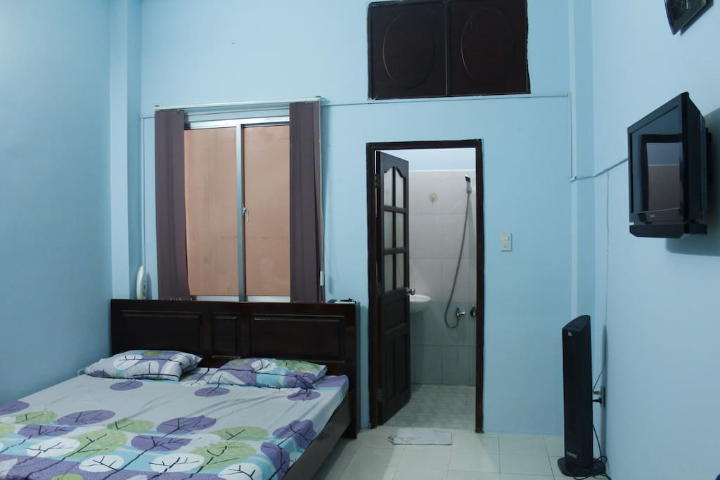 double bed with toilet, cab tv