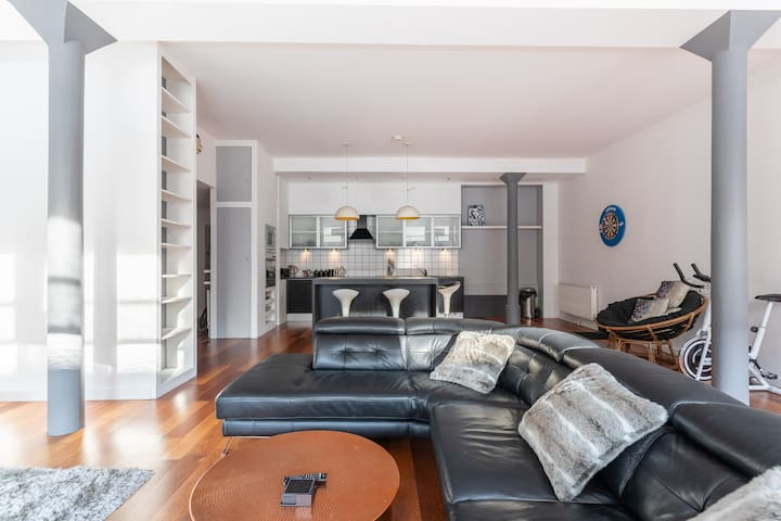 Spacious Open-Plan 2 Bed Apartment, Ideal Location