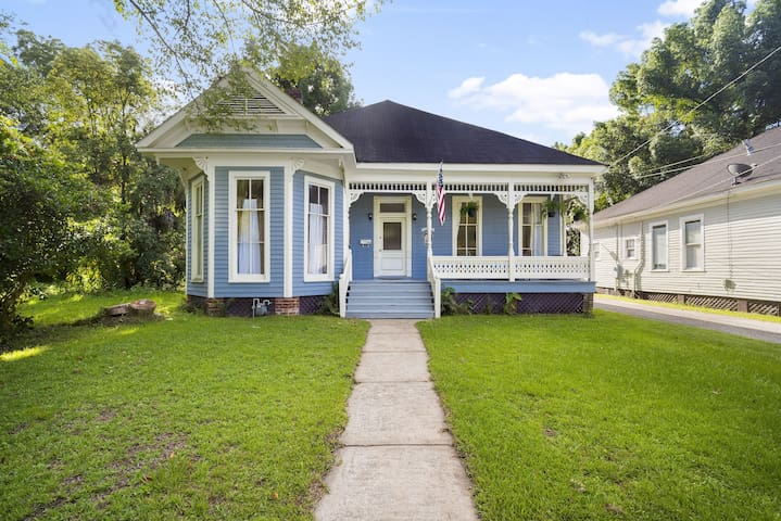 ☀️The Mardis Gras Manor☀️Walkable, Historic, Local Treasure