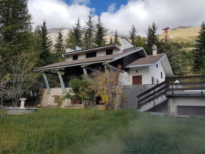 Villa Gina,  alle pendici del Gran Sasso d'Italia