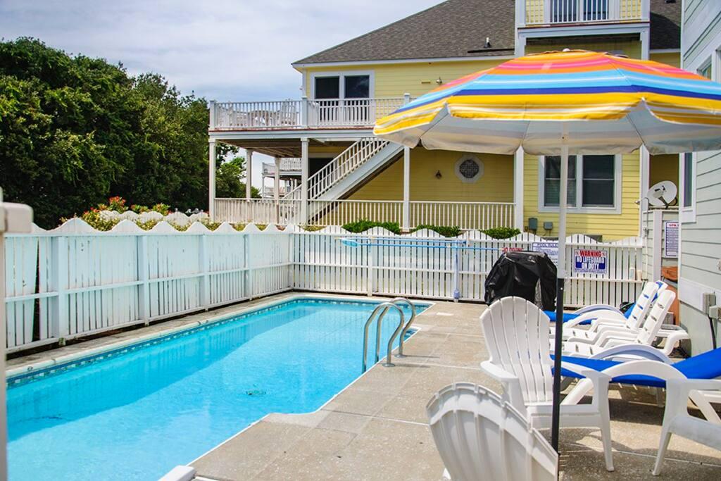 HK65: Shelby Tuckers Beach House   Pool Area