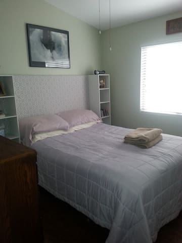 Private Bedroom and Bathroom - Peoria - Casa
