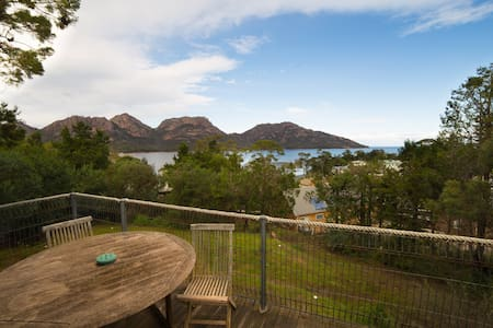 Oyster Bay Retreat - fabulous views - Coles Bay