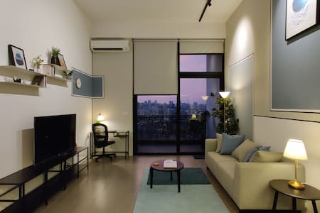 ★ Bright, Stylish Studio Loft with High Floor View