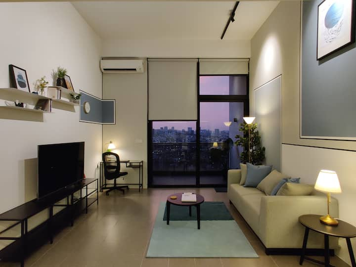 ★ Bright, Stylish Studio Loft with High Floor View
