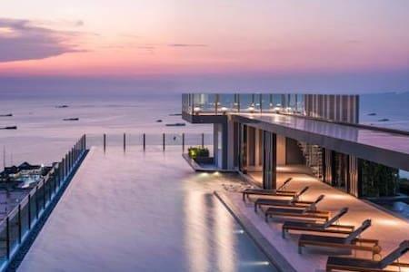 芭堤雅市中心,泳池公寓base250米到海边150米到中央商场,黄金地段吃喝玩乐购,带有厨房 一居