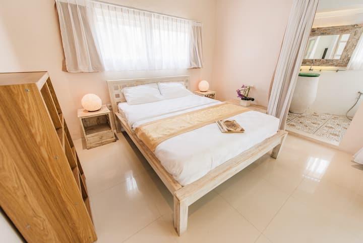Room in Canggu Berawa, 5 mins drive to Finns (3)