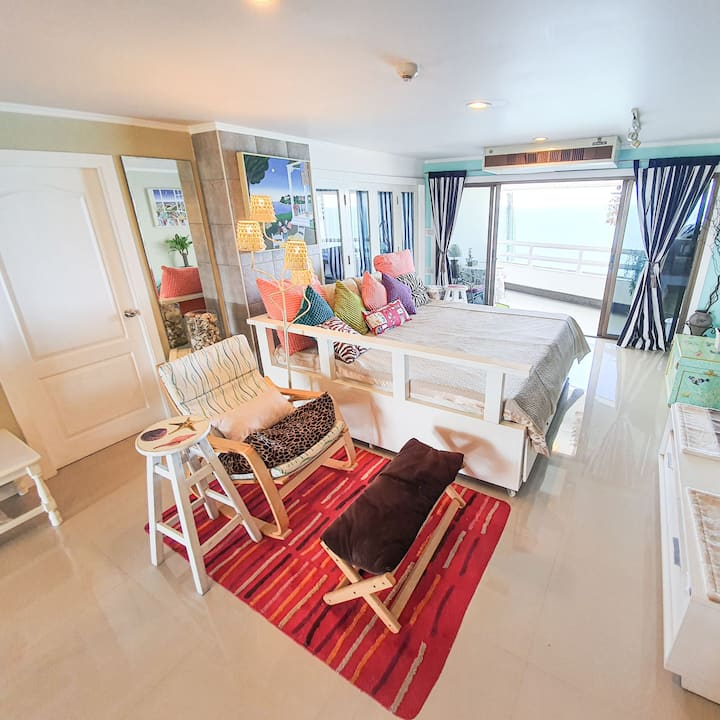 2 BR (beachfront) at Condotel Cliff & Beach Cha-am