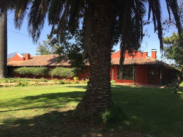 Spanish Colonial Villa - Talagante - Casa de camp