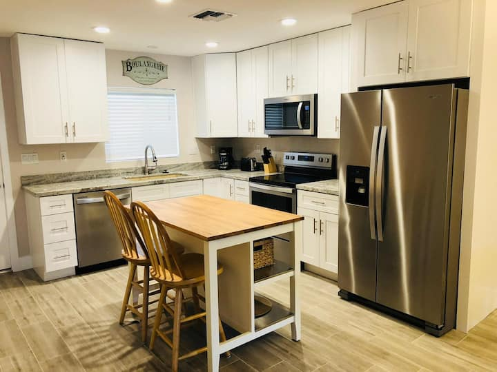 Scottsdale Newly Remodeled Condo - Best Location
