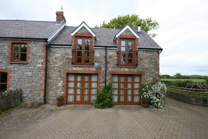 Beautiful 5* secluded accommodation, Gower