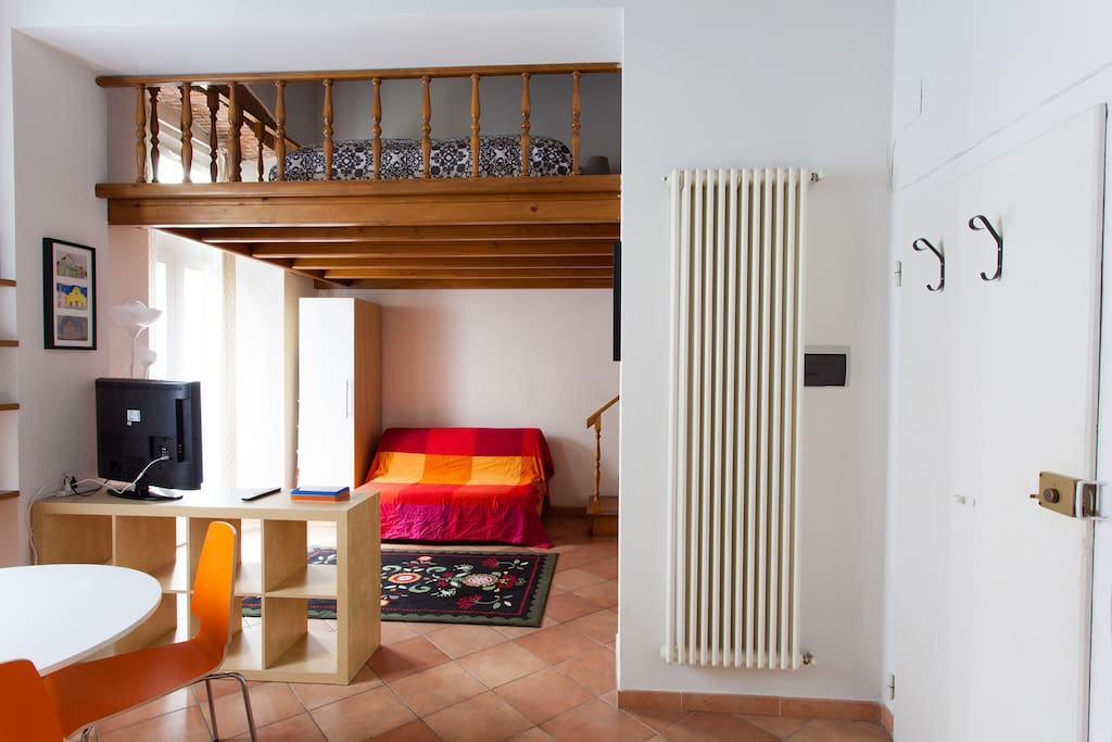 This cozy and quiet flat is waiting for your visit to Florence!