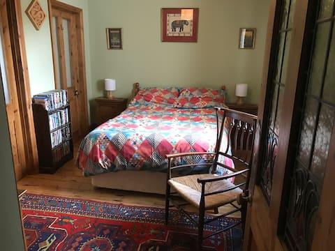 En-suite room in Edwardian house in Ashburton