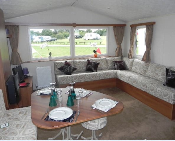 Lovely 3 Bed Caravan with Sea Veiw