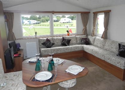 Lovely 3 Bed Caravan with Sea Veiw - Minster on Sea - Flat