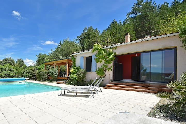 Villa with heated pool, beautiful view and garden, near Vaison-la-Romaine