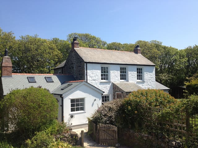 The Farmhouse, Coverack, Cornwall - Coverack - House