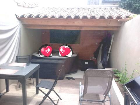 "Maison jacuzzi ""Au petit nid d'Analice"""