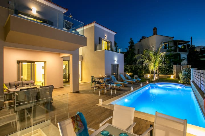 Brand new villa with Heated pool 200m to the beach
