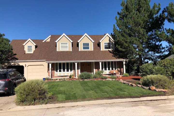 Comfortable family home close to I-25