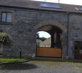 Beautiful courtyard setting house, 45 mns Dublin - Killucan - House