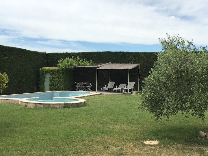 Jolie maison  jardin clos et piscine privative