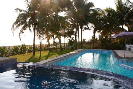 6 DORMITORIOS, Casa de playa con vista al mar - Escuintla