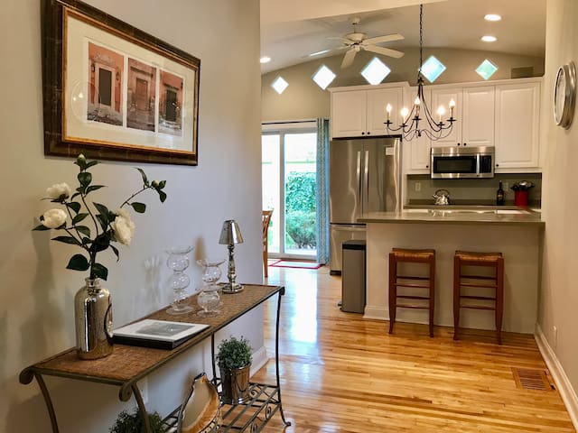 **WINTER SPECIAL**25% OFF**Rare Lake Harriet 4BR
