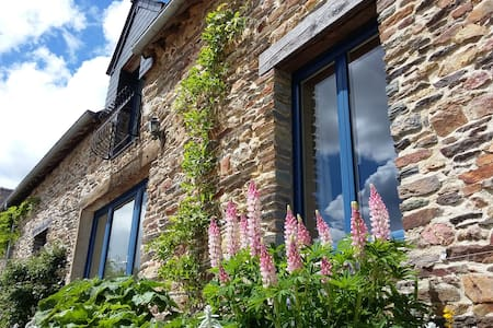 Beautiful stone gite in rural Brittany, sleeps 4