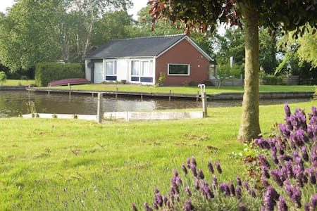 Unique Bungalow in Boornzwaag near the Lake