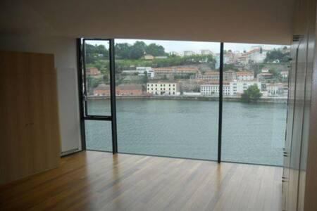 Studio over Douro river & Oporto - Vila Nova de Gaia
