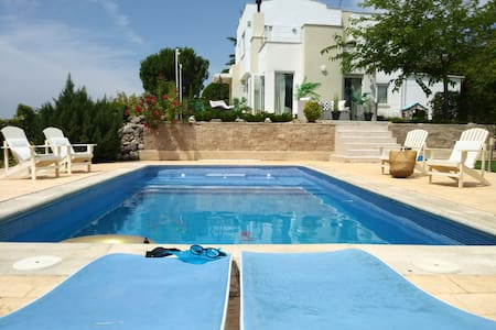 Amazing Villa with Pool. Madrid