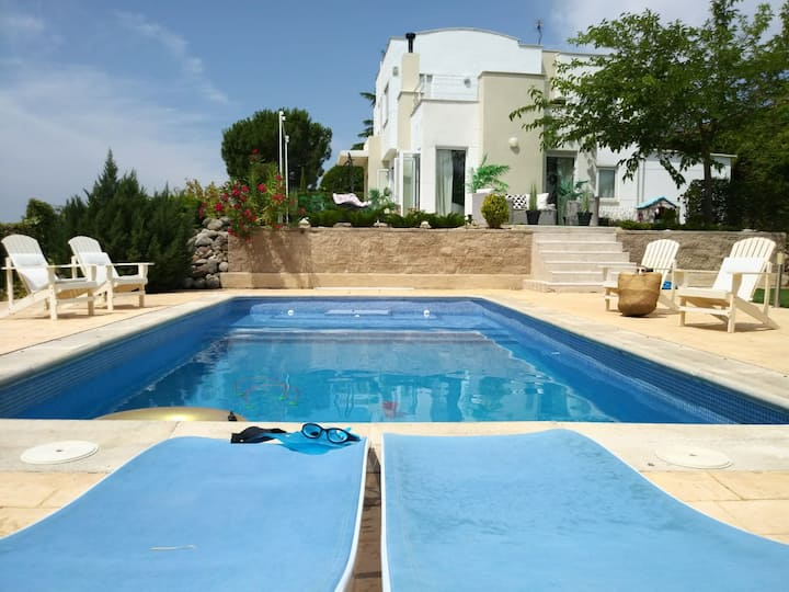 Amazing Villa with Pool. Madrid