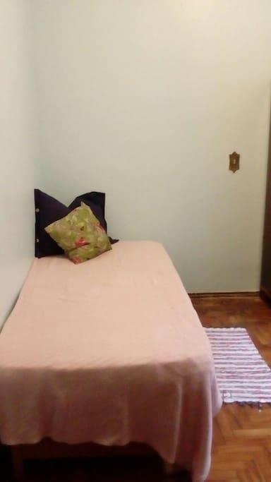 cama de solteiro confortável