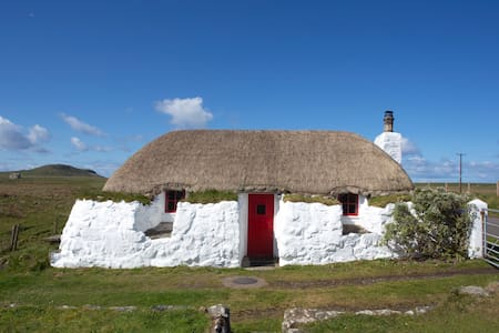 Drovers is a Grade B listed thatched cottage