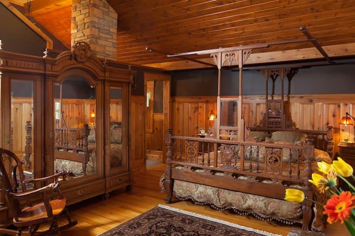 Charlevoix Suite - Vrooman Mansion