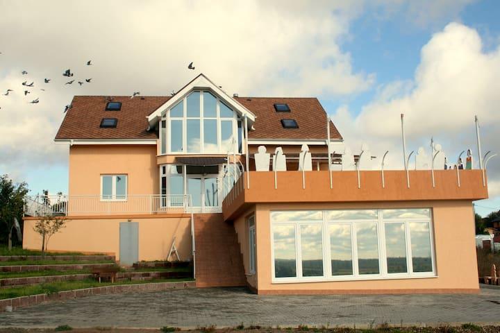 Дом с бассейном на юге Петербурга